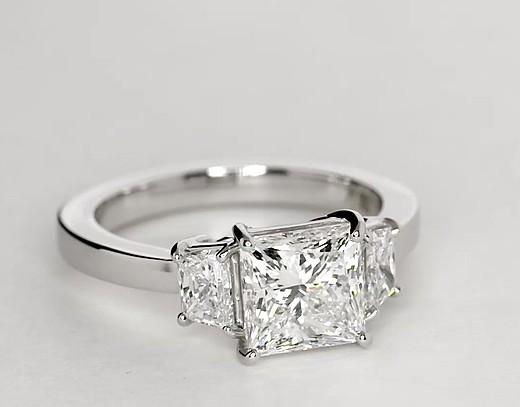Bague de fiançailles diamant trapèze en platine
