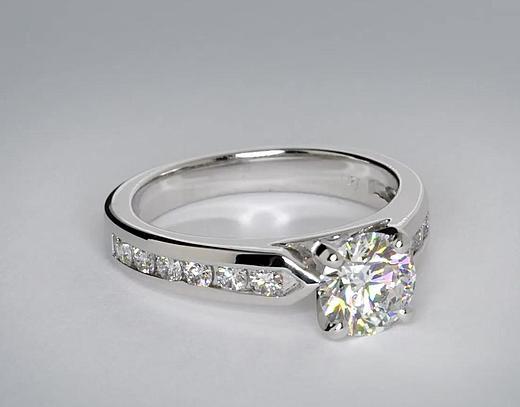 Anillo de compromiso de diamantes con montura de canal de 1.17 quilates