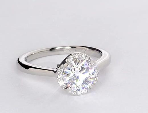 1,44 carat Bague de fiançailles halo drapé en diamants Monique Lhuillier