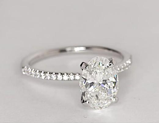 Bague de fiançailles en diamants sertis micro-pavé de petite taille en or blanc 14carats (1/10carat, poids total)