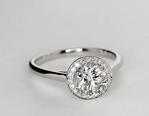 Bague de fiançailles en halo rond simple en platine