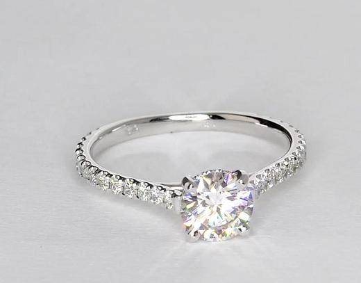 1,09 carat Petite bague de fiançailles diamants couronne pavé