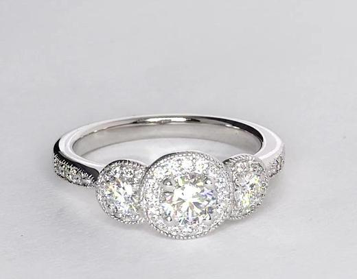 0,5 carat Bague de fiançailles trois pierres millegrain halo de diamants