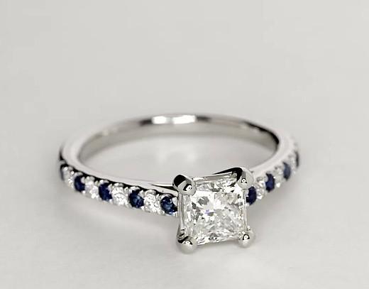 Bague de fiançailles diamant et saphir sertis micro-pavé Riviera en platine