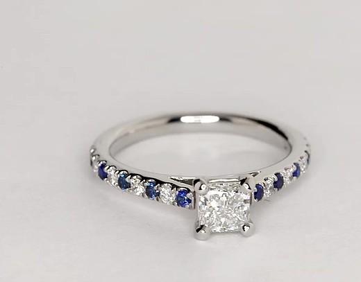 Anillo Riviera de compromiso con micropavé de diamantes y zafiros en platino