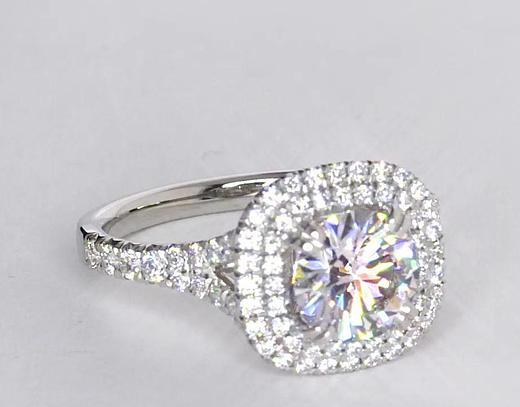 Anillo de compromiso estilo doble halo de diamantes de 1.23 quilates