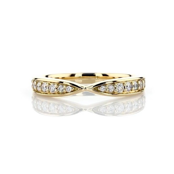 Contemporary Tapered Wedding Ring in 18k Yellow Gold (1/3 ct. tw.)