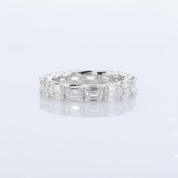 14k 白金横向祖母绿形切割钻石十字形剖面永恒戒指<br>(3 3/4 克拉总重量)