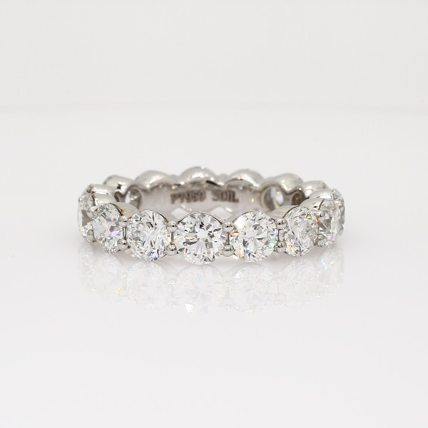 铂金经典钻石永恒戒指<br>(5 克拉总重量)