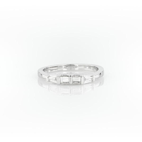 14k 白金经典尖顶长方形钻石戒指(1/3 克拉总重量)