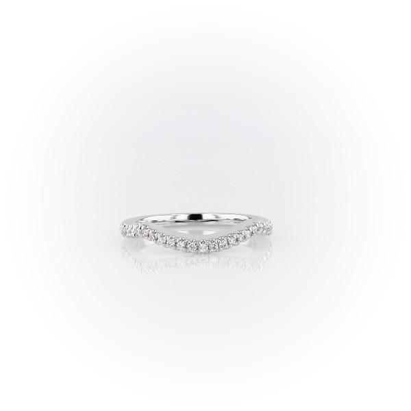 Alliance en diamant incurvée et torsadée avec halo en or blanc 14carats