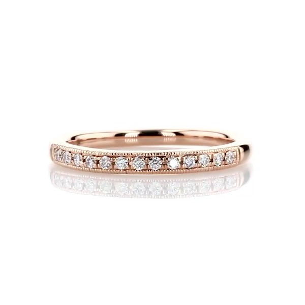Anillo pequeño de diamantes con diseño milgrain en oro rosado de 14k
