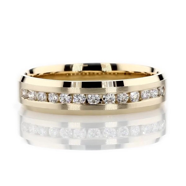 Beveled Edge Channel-Set Diamond Wedding Ring in 14k Yellow Gold (5mm)