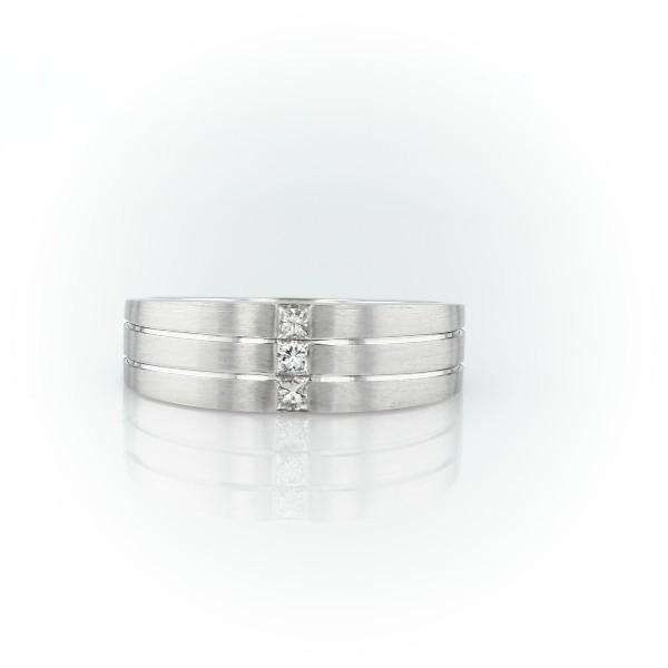 14k 白金亚光三重式公主方型切割钻石结婚戒指<br>(7毫米)