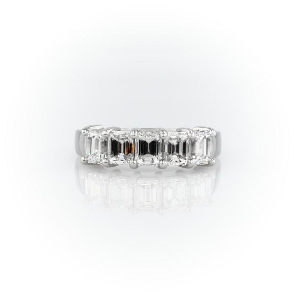 铂金经典祖母绿形切割五石钻石戒指<br>(2 克拉总重量)