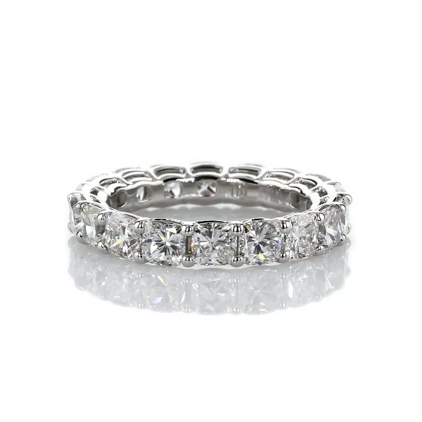 Anillo de eternidad de diamante de talla cojín en  Platino- G/SI1 (5,5 qt. total)