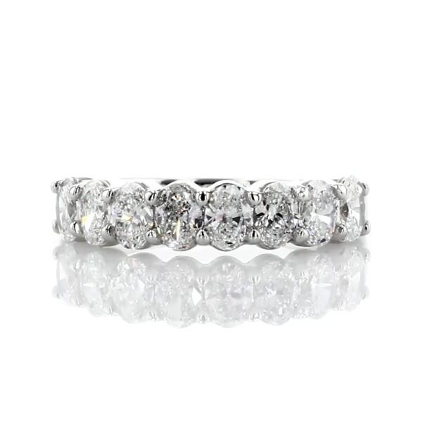 鉑金經典橢圓形切工八石鑽石戒指(1 1/6 克拉總重量)