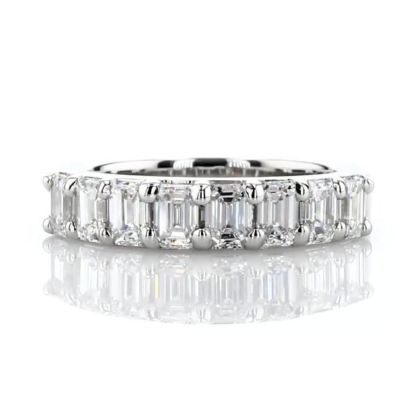 Bague à huit diamants taille émeraude classique en platine (1 1/5carats, poids total)