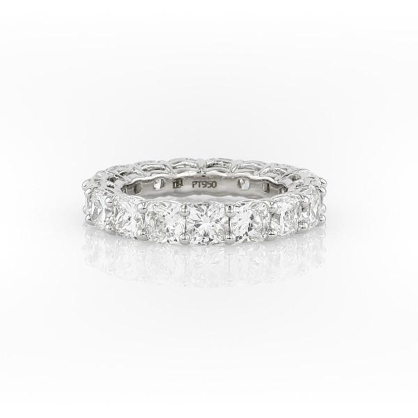 铂金垫形钻石永恒戒指<br>(6.0 克拉总重量)