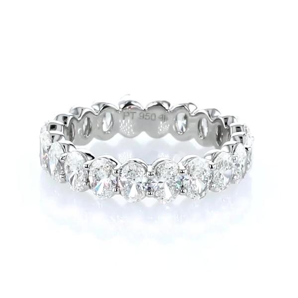 铂金椭圆形切割钻石永恒戒指(3.0 克拉总重量)