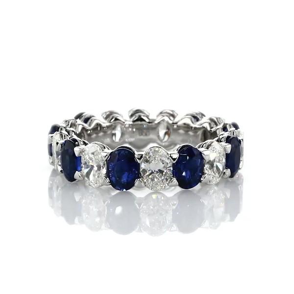 铂金 Blue Nile Studio 蓝宝石和钻石无缝椭圆形切割永恒结婚戒指 - G/VS2 (2 1/2 克拉总重量)