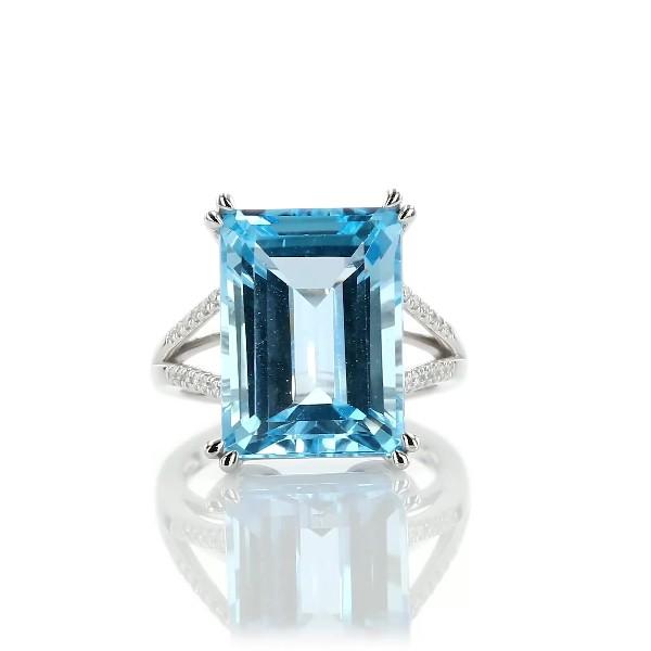 14k 白金天蓝色托帕石与钻石鸡尾酒戒指