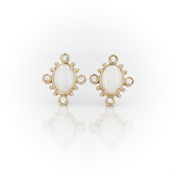 14k 黃金旭日橢圓蛋白石與白藍寶石耳環(7x5毫米)