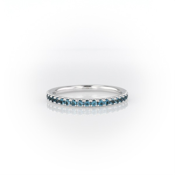 14k 白金Riviera 密釘藍色托帕石戒指(1.5毫米)