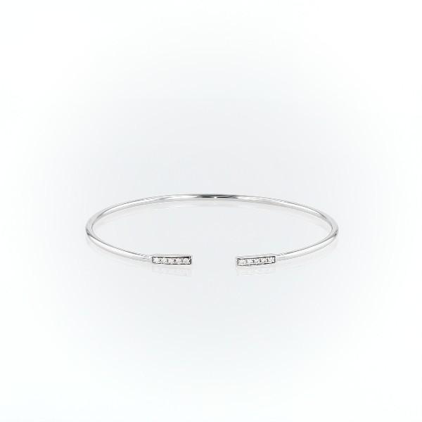 Brazalete tipo esclava con barra abierta flexible y diamantes en oro blanco de 14 k (1/8 qt. total)