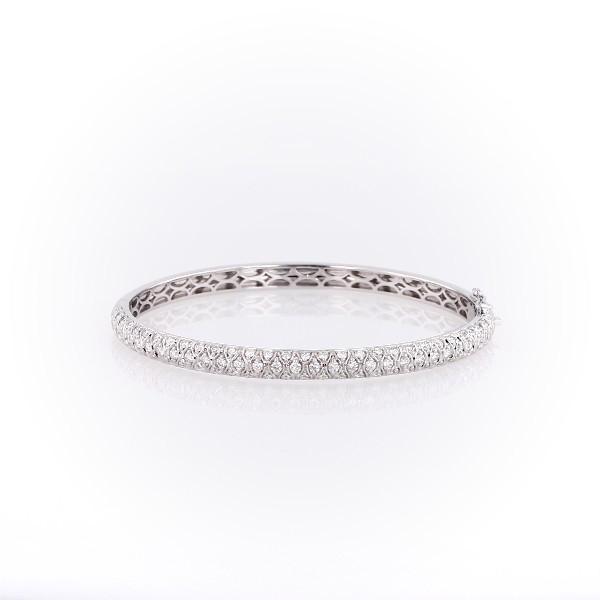Brazalete tipo esclava con pavé de diamantes radiantes en oro blanco de 18 k (2 qt. total)