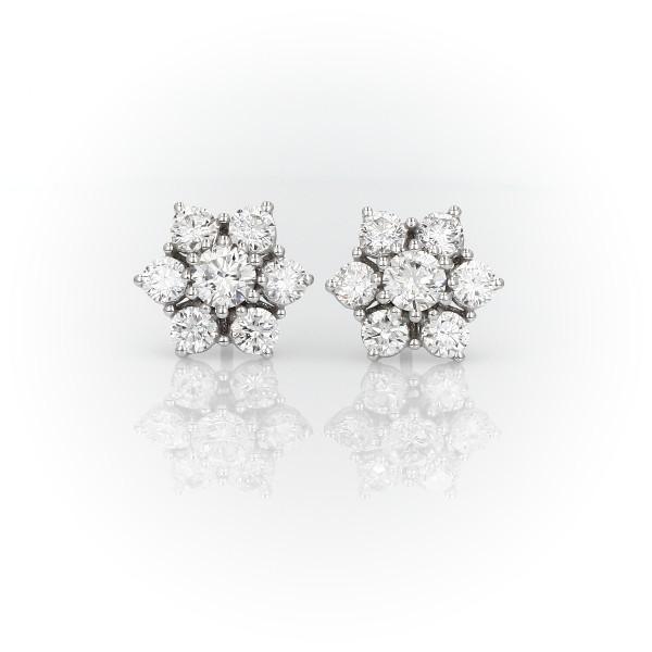 18k 白金花卉鑽石釘款耳環(1 1/2 克拉總重量)