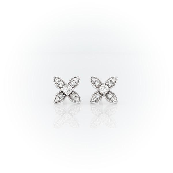 Aretes con motivo floral y diamante pequeño en oro blanco de 14 k (1/5 qt. total)