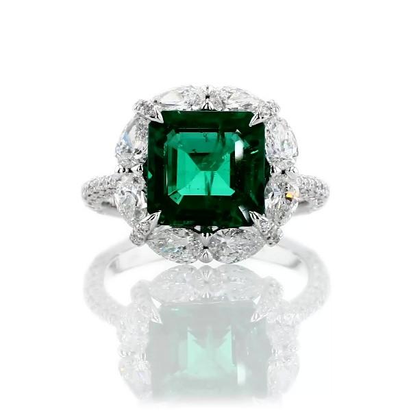 Bague émeraude avec halo de diamants taille poire en or blanc 18carats