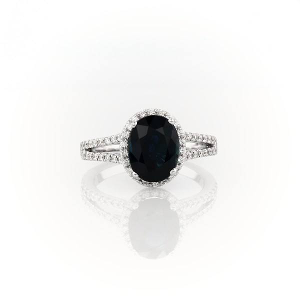 Bague cercle fendu halo de diamants et saphir ovale en or blanc 18carats (9 x 7 mm)