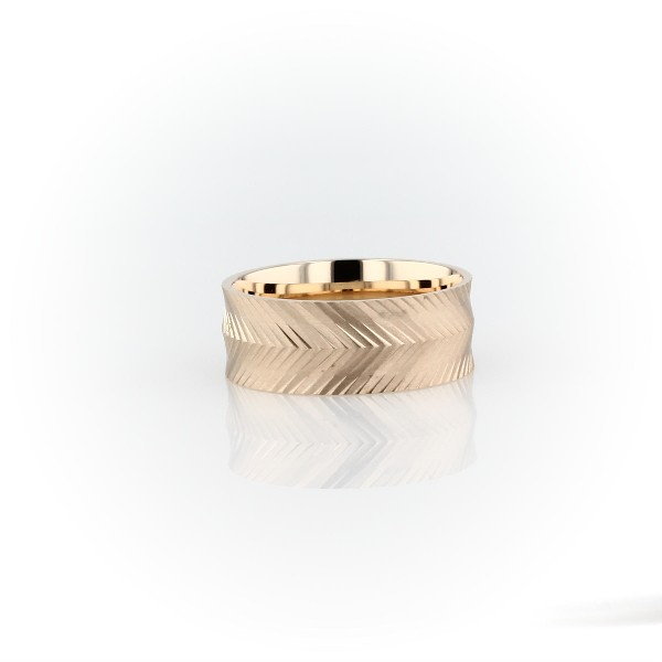 Herringbone Engraved Wedding Band in 14k Yellow Gold (7mm)