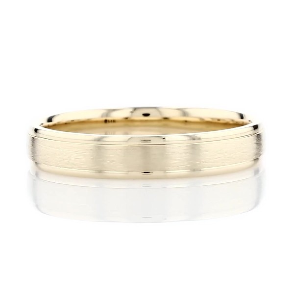 Anillo de bodas con borde cepillado y escalonado en oro amarillo de 14k (4mm)